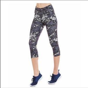 Nike Legend 3/4 Capri Compression Legging Tights